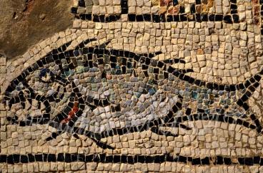 Vechi mozaic roman, Pestele, semnul crestinismului - Bazilica lui Eufrasius