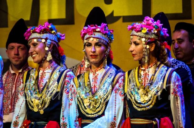 Bogatia coloristica a costumelor populare din Bulgaria
