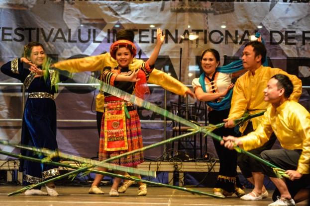 Vietnam - Dans traditional pe ritmurile Alunelului